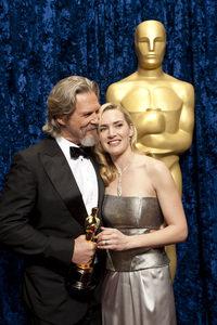 """""""The Academy Awards - 82nd Annual"""" (Backstage)Jeff Bridges, Kate Winslet3-7-2010Photo by Todd Wawrychuk © 2010 A.M.P.A.S. - Image 23908_0356"""