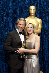 """The Academy Awards - 82nd Annual"" (Backstage)Jeff Bridges, Kate Winslet3-7-2010Photo by Todd Wawrychuk © 2010 A.M.P.A.S. - Image 23908_0357"