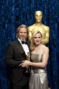 """The Academy Awards - 82nd Annual"" (Backstage)Jeff Bridges, Kate Winslet3-7-2010Photo by Todd Wawrychuk © 2010 A.M.P.A.S. - Image 23908_0358"