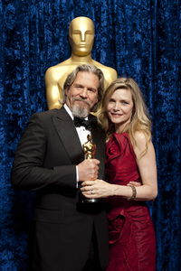 """The Academy Awards - 82nd Annual"" (Backstage)Jeff Bridges, Michelle Pfeiffer3-7-2010Photo by Darren Decker © 2010 A.M.P.A.S. - Image 23908_0359"