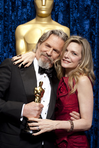 """The Academy Awards - 82nd Annual"" (Backstage)Jeff Bridges, Michelle Pfeiffer3-7-2010Photo by Darren Decker © 2010 A.M.P.A.S. - Image 23908_0361"
