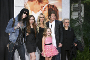 """""""The Last Song"""" PremiereTrace Cyrus, Brandi Cyrus, Noah Lindsey Cyrus, Tish Cyrus, Billy Ray Cyrus, Loretta Finley3-25-2010 / Arclight Theater / Hollywood CA / Touchstone Pictures / Photo by Heather Hixon - Image 23914_0181"""