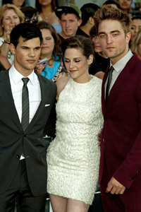 """The Twilight Saga: Eclipse"" Premiere Taylor Lautner, Kristen Stewart, Robert Pattinson6-24-2010 / Nokia Theater at L.A. Live / Los Angeles CA / Summit Entertainment / Photo by Annabel Park - Image 23941_0140"