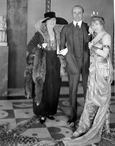Samuel Goldwyn with Mary Garden, her sister Miss Farrar, 1917, I.V. - Image 2401_0029