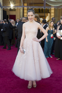 """""""The Academy Awards - 83rd Annual"""" (Arrivals) Hailee Steinfeld02-27-2011 Photo by Ivan Vejar © 2011 A.M.P.A.S. - Image 24036_0013"""