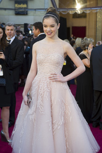 """""""The Academy Awards - 83rd Annual"""" (Arrivals) Hailee Steinfeld02-27-2011 Photo by Ivan Vejar © 2011 A.M.P.A.S. - Image 24036_0014"""