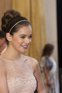 """""""The Academy Awards - 83rd Annual"""" (Arrivals) Hailee Steinfeld02-27-2011 Photo by Jonathan Selig © 2011 A.M.P.A.S. - Image 24036_0175"""