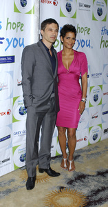 """""""Jenesse Silver Rose Luncheon""""     Olivier Martinez, Halle Berry4-17-2011 / Beverly Hills Hotel / Beverly Hills CA / Photo by Gary Lewis - Image 24054_0014"""