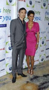 """""""Jenesse Silver Rose Luncheon""""     Olivier Martinez, Halle Berry4-17-2011 / Beverly Hills Hotel / Beverly Hills CA / Photo by Gary Lewis - Image 24054_0015"""