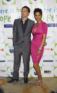 """""""Jenesse Silver Rose Luncheon""""     Olivier Martinez, Halle Berry4-17-2011 / Beverly Hills Hotel / Beverly Hills CA / Photo by Gary Lewis - Image 24054_0017"""