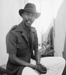 Louis Gossett Jr. at his home in Malibu, California 1977 © 1978 Bobby Holland - Image 2407_0227