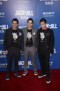 """""""Jack and Jill"""" Premiere Miles Tindall, Lance Tindall, Jordan Tindall11-6-2011 / Regency Village Theater / Westwood CA / Sony Pictures / Photo by Kevin Kozicki - Image 24135_0056"""