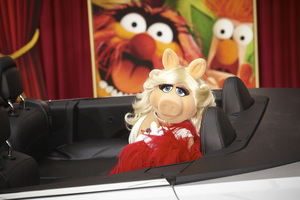"""""""The Muppets"""" Premiere Miss. Piggy11-12-2011 / El Capitan Theater / Hollywood CA / Walt Disney Pictures / Photo by Kevin Kozicki - Image 24138_0023"""