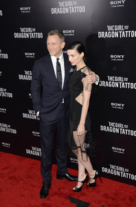 """""""The Girl with the Dragon Tattoo"""" Premiere Daniel Craig, Rooney Mara12-14-2011 / Ziegfeld Theater / New York NY / Sony Pictures / Photo by Eric Reichbaum - Image 24142_0206"""
