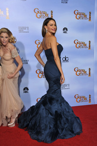 """The Golden Globe Awards - 69th Annual"" (Press Room) Julie Bowen, Sofia Vergara 1-15-2012 © 2012 Jean Cummings - Image 24150_0138"