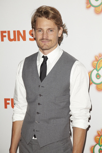 """""""Fun Size"""" PremiereJosh Pence10-25-2012 / Paramount Theater / Hollywood CA / Paramount Pictures / Photo by Kevin Kozicki - Image 24257_0071"""