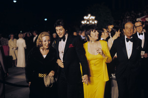Desi Arnaz Jr. with Liza and Vincente Minnelli at the Academy Awards1973© 1978 Paul Slaughter - Image 24262_0009