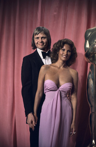Jon Voight and Raquel Welch at the Academy Awards1975© 1978 Paul Slaughter - Image 24262_0012