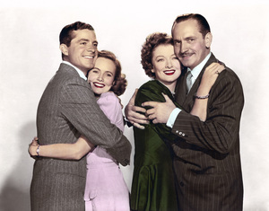 """Fredric March, Myrna Loy, Teresa Wright and Dana Andrews in """"The Best Years of Our Lives"""" 1946 RKO Radio Pictures** I.V. - Image 24287_0026"""