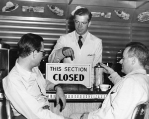"Dana Andrews and Director William Wyler on the set of ""The Best Years of Our Lives"" 1946 RKO Radio Pictures** I.V. - Image 24287_0030"