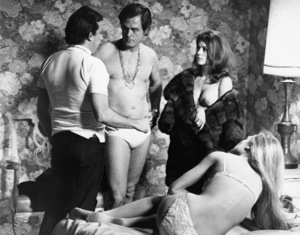 """Director Paul Mazursky, Natalie Wood, Robert Culp and Dyan Cannon in """"Bob & Carol & Ted & Alice"""" 1969 Columbia ** I.V. - Image 24287_0045"""