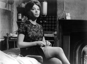 "Leslie Caron in ""The L-Shaped Room"" 1962 Columbia ** I.V. - Image 24287_0065"