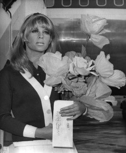 Julie Christie returns to London from Hollywood where she was named Best Actress of 1965 ** I.V. - Image 24287_0083