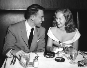"""Peggy Cummins and John Dall on a date at the Stork Club promoting """"Gun Crazy"""" 1950 ** I.V. - Image 24287_0113"""