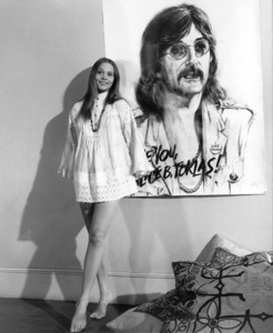 """Leigh Taylor-Young in """"I Love You, Alice B. Toklas!"""" 1968 Warner Brothers ** I.V. - Image 24287_0199"""