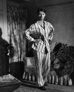 "Sophia Loren wearing in ""The Key"" 1958 Columbia ** I.V. - Image 24287_0221"