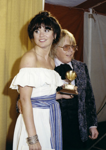 """Linda Ronstadt and Paul Williams at """"The 19th Annual Grammy Awards"""" 02-19-1977** B.D.M. - Image 24293_0033"""