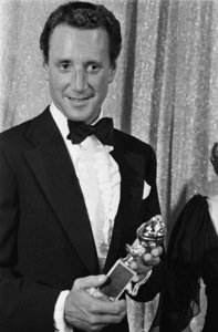 Roy Scheider accepts the Golden Globe Award on behalf of Laurence Olivier 01-29-1977** B.D.M. - Image 24293_0097