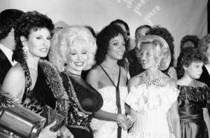 Raquel Welch, Dolly Parton, Diana Ross, Barbara Davis and Dana Hill at the Carousel Ball for the Children