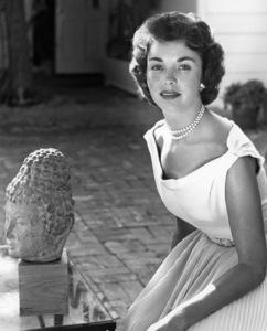 Jennifer Jonescirca 1953** B.D.M. - Image 24293_0372