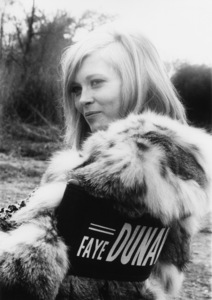 """Faye Dunaway on the set of """"Bonnie and Clyde""""1967 Warner Bros.Photo by Lee Johnson** B.D.M. - Image 24293_0486"""