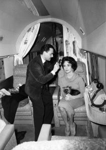Hair dresser Alexandre de Paris and Elizabeth Taylor1958** B.D.M. - Image 24293_0771