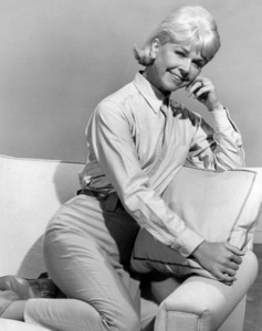 """Doris Day in """"The Thrill of It All""""1963 Universal** B.D.M. - Image 24293_0779"""