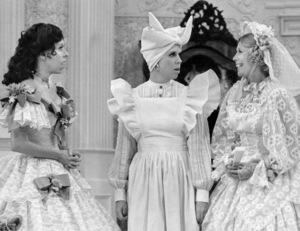 """""""The Carol Burnett Show""""Carol Burnett, Vicki Lawrence, Dinah Shore1976** B.D.M. - Image 24293_0913"""