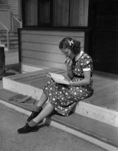 Deanna Durbincirca 1937** B.D.M. - Image 24293_1518