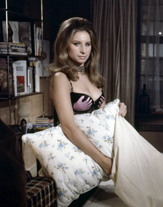 """Barbra Streisand in """"The Owl and the Pussycat""""1970 Columbia** B.D.M. - Image 24293_1645"""