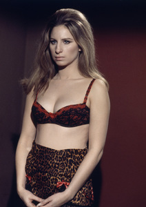 """Barbra Streisand in """"The Owl and the Pussycat""""1970 Columbia** B.D.M. - Image 24293_1646"""