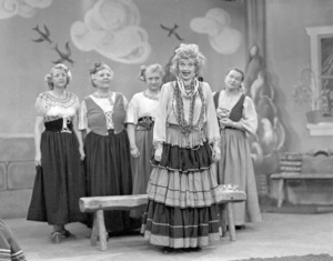 """Lucille Ball in """"I Love Lucy"""" (Episode: The Operetta)1952** B.D.M. - Image 24293_1907"""