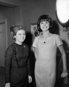 """Patty Duke and Miss Teenage America Colette Dauite on the set of """"The Patty Duke Show"""" (Episode: Cathy Leaves Home - But Not Really)1965** B.D.M. - Image 24293_1951"""
