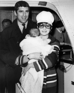 """Elliott Gould, Jason Gould and Barbra Streisand arrive in Hollywood for filming of """"Funny Girl""""1967** B.D.M. - Image 24293_2106"""