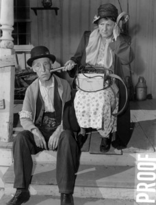 """Percy Kilbride and Marjorie Main in """"Ma and Pa Kettle Back on the Farm""""1951 Universal** B.D.M. - Image 24293_2151"""