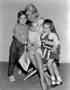 """Brian Nash, Doris Day and Kym Karath on the set of """"The Thrill of It All""""1963 Universal** B.D.M. - Image 24293_2255"""