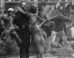 "Marlon Brando and Jean Simmons in ""Guys and Dolls"" 1955 MGM / Samuel Goldwyn ** I.V. - Image 24293_2372"