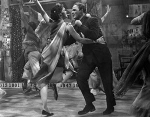 "Larri Thomas and Marlon Brando in ""Guys and Dolls"" 1955 MGM / Samuel Goldwyn ** I.V. - Image 24293_2373"
