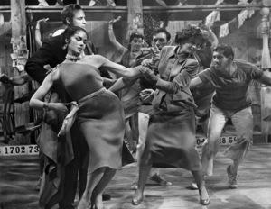 "Larri Thomas, Marlon Brando and Jean Simmons in ""Guys and Dolls"" 1955 MGM / Samuel Goldwyn ** I.V. - Image 24293_2374"