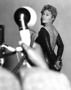 """The 30th Annual Academy Awards""Kim NovakMarch 26, 1958 ** I.V. - Image 24299_0016"